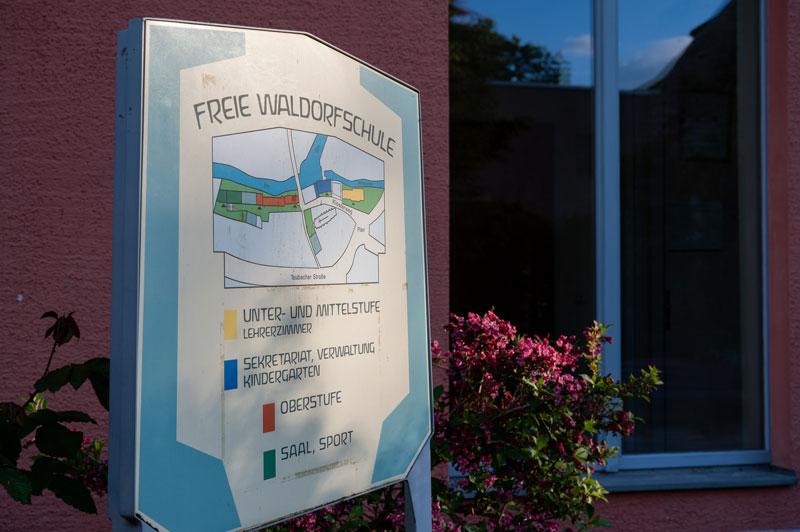 Schild an der Waldorfschule in Weimar